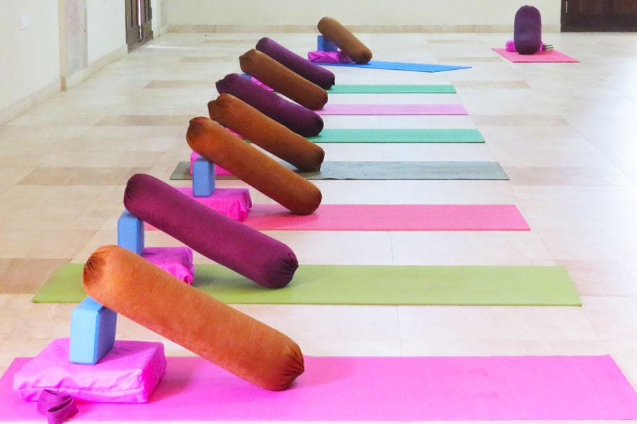 santosha_yoga_header_restorative